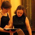 Елена Тарасова и Елена Корженевич перед выходом на сцену